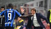 HLV Antonio Conte bà tiền đạo Romelu Lukaku