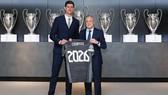 Thibaut Courtois và Chủ tịch Florentino Perez