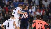 Pha đánh đầu ngược của Antoine Griezmann mang lại bàn gỡ hòa cho tuyển Pháp