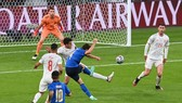 Enrico Chiesa o ghi bàn cho Italy