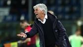 HLV Gian Piero Gasperini phản ứng dự dội với chiếc thẻ đỏ của trọng tài