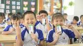Chương trình Sữa học đường TPHCM được triển khai trên 24 quận huyện từ tháng 11-2020