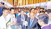 Thủ tướng Nguyễn Xuân Phúc tìm hiểu những mô hình trưng bày ý tưởng khởi nghiệp