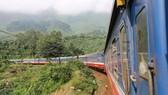Đoàn tàu khách chạy tuyến Hà Nội-Thành phố Hồ Chí Minh của Tổng công ty Đường sắt Việt Nam. (Ảnh: Minh Sơn/Vietnam+)