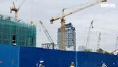 Thị trường xây dựng, bất động sản Việt Nam bị ảnh hưởng nặng nề bởi COVID-19 - Ảnh: BÔNG MAI