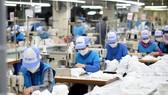 Giữ chân người lao động là vấn đề quan trọng để doanh nghiệp sớm khôi phục sản xuất