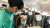 Phục vụ hành khách trên chuyến bay từ TPHCM đi Quy Nhơn.