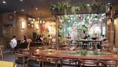Một quán cafe trên đường Đỗ Ngọc Du ở thành phố Hải Dương. (Ảnh: Mạnh Minh/TTXVN)