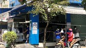 Hàng quán ở TP.HCM ngóng được bán tại chỗ