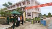 Công ty Điện lực Sóc Trăng trao hỗ trợ cho người dân trở về quê tại Trường Quân sự Quân khu 9.