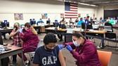 Ameron Mabins, 13 tuổi, đang được tiêm vaccine Pfizer tại San Antonio, Mỹ hồi tháng 5/2021. (Ảnh: New York Times)