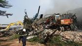 Một nhà xưởng bị đổ sập hoàn toàn