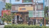 Lực lượng chức năng đang khám nghiệm hiện trường tại ngân hàng bị cướp
