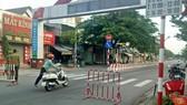 Lực lượng chức năng ra quân kiểm soát y tế trên địa bàn phường Tân Đông Hiệp