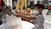 """""""ATM gạo Chữ thập đỏ"""" đến với người dân quận Bình Tân"""