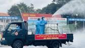 Gần 2.000 cán bộ chiến sĩ tham gia phun thuốc khử khuẩn trên toàn TPHCM