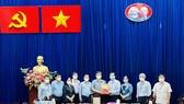 Ban Dân vận Trung ương trao tặng 500 túi thuốc cho F0 tại quận Gò Vấp
