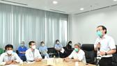 Bí thư Thành ủy TPHCM Nguyễn Văn Nên thăm Bệnh viện Hồi sức Covid-19. Ảnh: VIỆT DŨNG