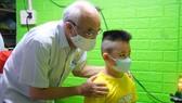 Huyện Bình Chánh chăm lo ăn học cho 141 trẻ em mồ côi đến 18 tuổi