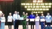 Quận Tân Phú tuyên dương gương làm theo Bác