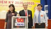 Các đại biểu bỏ phiếu bầu Ban Chấp hành Đảng bộ nhiệm kỳ 2020-2025