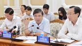 Chủ tịch UBND TPHCM Nguyễn Thành Phong chủ trì cuộc họp