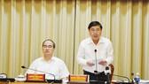 Chủ tịch UBND TPHCM Nguyễn Thành Phong đang phát biểu tại hội nghị trực tuyến. Ảnh: KIỀU PHONG