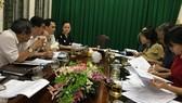 Các thành viên tổ giúp việc Ban Tổ chức Giải thưởng Sáng tạo TPHCM đang thảo luận về kế hoạch tổ chức, trao Giải thưởng Sáng tạo TPHCM năm 2019. Ảnh: KIỀU PHONG