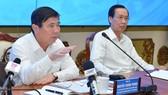 """Chủ tịch UBND TPHCM Nguyễn Thành Phong: """"Đừng để lúc về hưu, tự đi làm giấy tờ mới thấy dân khổ"""""""