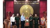 Đoàn đại biểu TPHCM thăm, chúc tết các đơn vị quân đội, gia đình có công, chính sách