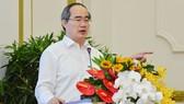 Bí thư Thành ủy TPHCM Nguyễn Thiện Nhân: Ngăn chặn sự phá sản của doanh nghiệp
