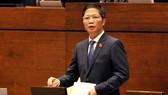Bộ trưởng Bộ Công Thương Trần Tuấn Anh phát biểu tại phiên thảo luận Quốc hội sáng nay 1-11