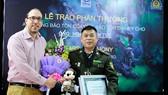 Ông Hoàng Văn Tuệ, cán bộ Chi cục Kiểm lâm tỉnh Hà Giang vì đã có đóng góp xuất sắc trong công tác bảo vệ động vật hoang dã