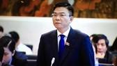 Bộ trưởng Lê Thành Long trả lời chất vấn. Ảnh: VGP