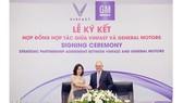 Tập đoàn General Motors và VinFast ký kết thỏa thuận hợp tác chiến lược