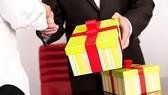 Nhận quà 150 triệu không đúng quy định bị sa thải  