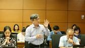 ĐB Trương Trọng Nghĩa (TPHCM) phát biểu tại phiên họp tổ ĐBQH sáng 11-6. Ảnh: VIẾT CHUNG