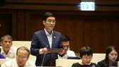 ĐBQH Hoàng Quang Hàm phát biểu tại hội trường Diên Hồng trong kỳ họp thứ 9 vừa qua của Quốc hội
