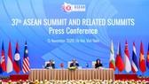 Quang cảnh cuộc họp báo được tổ chức ngay sau khi bế mạc Hội nghị Cấp cao ASEAN lần thứ 37 và các hội nghị liên quan. Ảnh: QUANG PHÚC