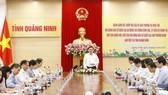 Chủ tịch Quốc hội Vương Đình Huệ chủ trì cuộc làm việc với Ban Thường vụ Tỉnh ủy và Ủy ban bầu cử tỉnh Quảng Ninh. Ảnh: TTXVN