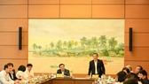 Chủ nhiệm Ủy ban Khoa học, Công nghệ và Môi trường Lê Quang Huy báo cáo với Chủ tịch Quốc hội