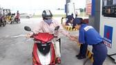 Trong tháng 4, đã có các đợt điều chỉnh tăng, giảm giá xăng, dầu vào ngày 27-3, 12-4 và 27-4