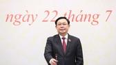 Chủ tịch Quốc hội Vương Đình Huệ trả lời phóng viên tại cuộc họp báo. Ảnh: QUANG PHÚC