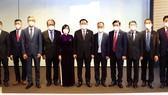 Chủ tịch Quốc hội Vương Đình Huệ gặp 6  Đại sứ Việt Nam tại các nước khu vực châu Âu. Ảnh: DOÃN TẤN