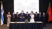 Lễ trao tặng vật tư, thiết bị y tế phòng dịch và ký kết thỏa thuận hợp tác