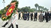 Lãnh đạo TPHCM dâng hương tưởng niệm các anh hùng liệt sĩ nhân Ngày Giải phóng miền Nam, thống nhất đất nước