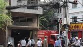 Lực lượng chức năng quận 11 tiến hành cưỡng chế hộ dân 244 Lãnh Binh Thăng do chậm bàn giao mặt bằng thực hiện dự án cải tạo, mở rộng bút giao thông