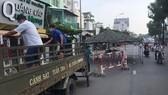 Lực lượng chức năng di dời chốt kiểm soát Nguyễn Kiệm đến vị trí mới