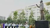 Lãnh đạo TPHCM dâng hương, dâng hoa Chủ tịch Hồ Chí Minh