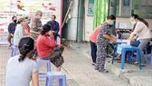 Người dân tổ 52, xã Thới Tam Thôn, huyện Hóc Môn đã nhận hỗ trợ